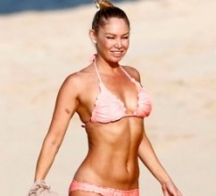 Kym-Johnson---Bikini-Candids-in-Hawaii--01-560x442
