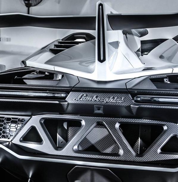 Bugatti Chiron Vs Lamborghini Veneno Top Sd And 0 To 60