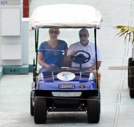 Lindsey Vonn lg Tiger Woods Takes Lindsey Vonn on a Yacht