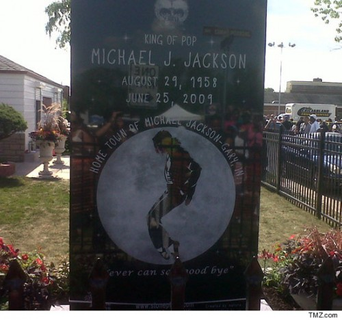 MJmarble 500x468 Michael Jackson Stone Memorial Unveiled in Gary, Indiana