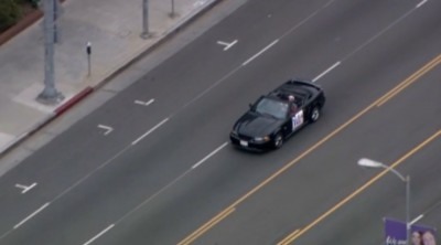 Man With Victory Parade Sign On Car Leading Police On Slow Speed Chase 400x222 Man With Victory Parade Sign On Car Leading L.A.P.D. On Slow Speed Chase