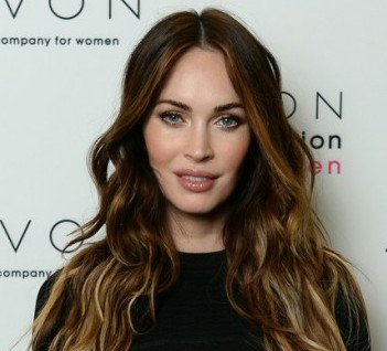 Megan-Fox--Launches-the-Avon-Foundation--16-560x840