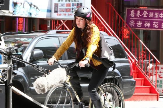 Megan-Fox---on-the-set-of-TMNT-in-Manhattan--17-560x372