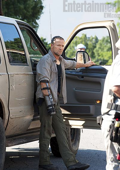 Michael-Rooker-in-The-Walking-Dead-Season-3