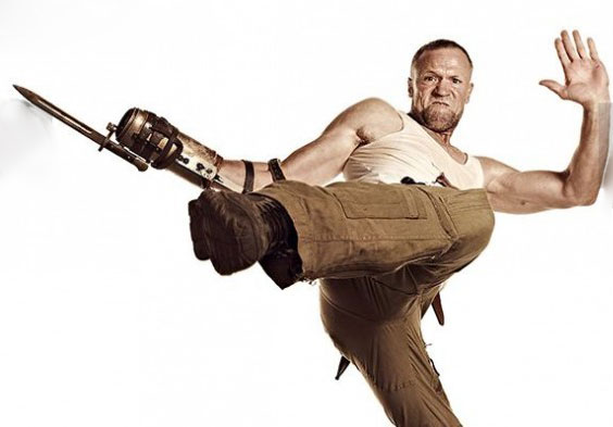 Michael-Rooker-in-The-Walking-Dead-Season-images-600x393