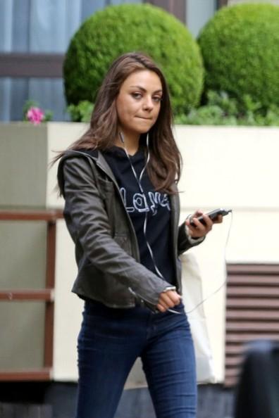 Mila+Kunis+enjoys+a+walk+alone+igM_-g9zgf5l