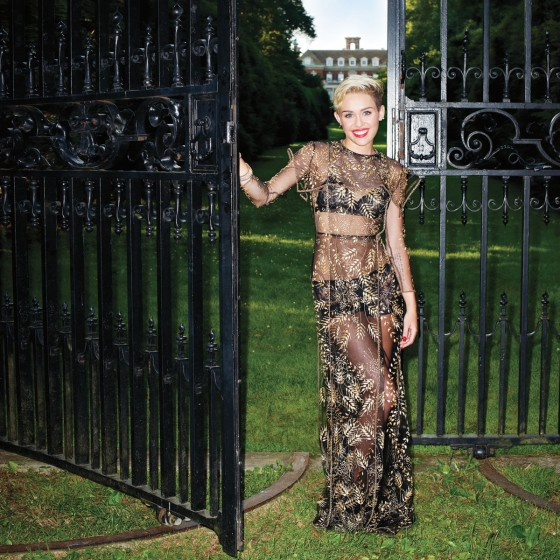 Miley-Cyrus---Hapers-Bazaar-(September-2013)-01-560x560