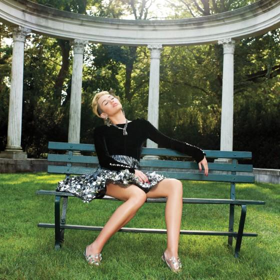 Miley-Cyrus---Hapers-Bazaar-(September-2013)-05-560x560