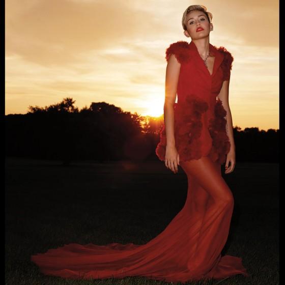 Miley-Cyrus---Hapers-Bazaar-(September-2013)-06-560x560