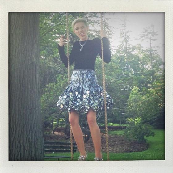 Miley-Cyrus---Hapers-Bazaar-(September-2013)-10-560x560
