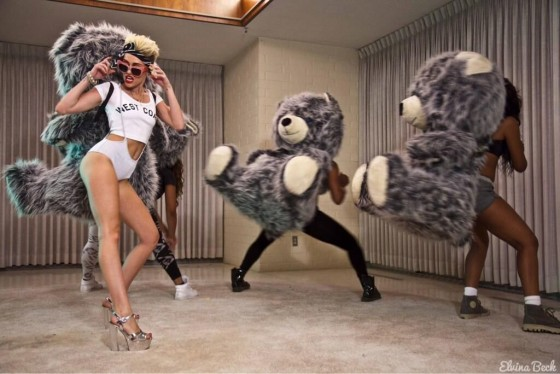 Miley-Cyrus---Stills-From-We-Cant-Stop-02-560x374