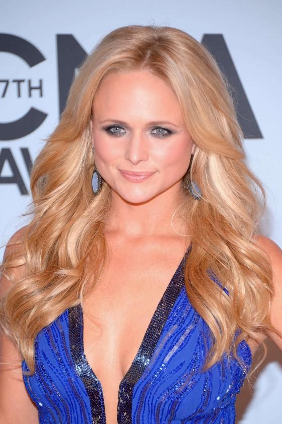 Miranda-Lambert--Country-Music-Association-Awards-2013--04-560x841