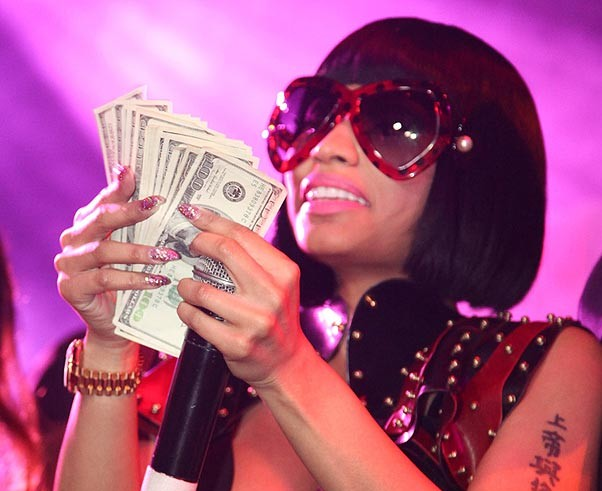 CHRISTMAS TEASE! Nicki Minaj Waves HUGE Wad Of Cash For NO Reason