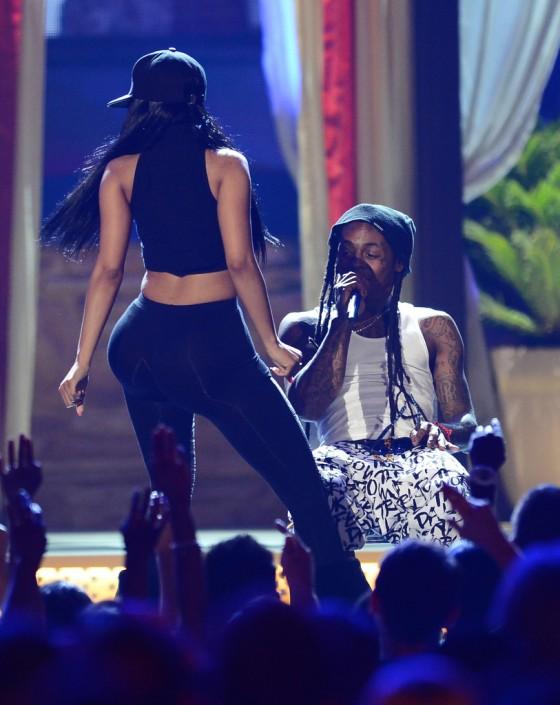 Nicki-Minaj-at-the-2013-Billboard-Music-Awards--09-560x705