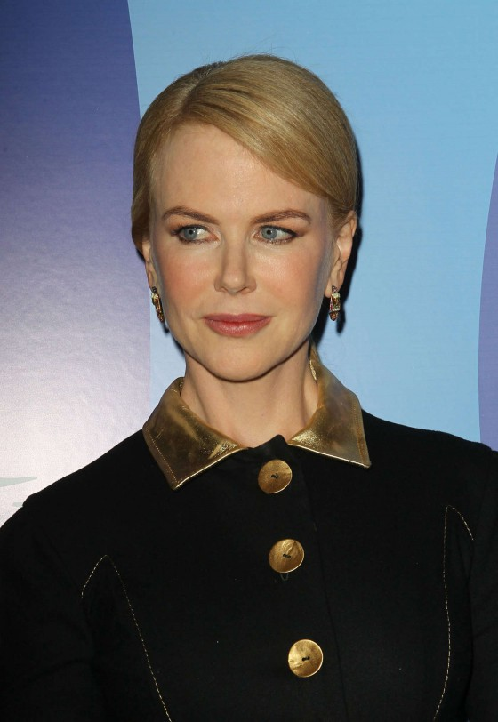 Nicole Kidman 2013 Variety Power of Women Event 03 560x812 Nicole Kidman BOTOX STATUE
