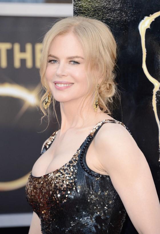 Nicole-Kidman---Oscars-2013--01-560x821