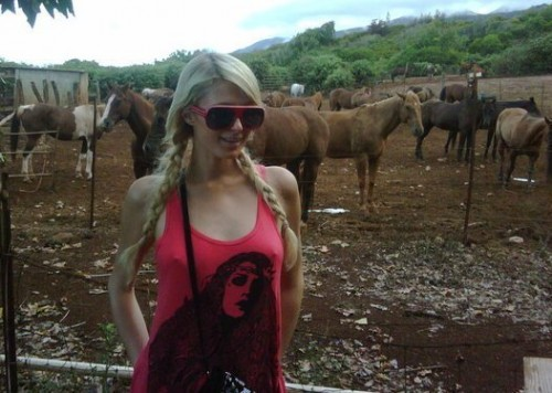 PARIS HILTON COCAINE 500x356 Tell All Book Claims Paris Hilton Smuggled Drugs in Vagina