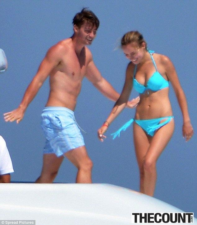 Patrick Schwarzenegger taylor boat3