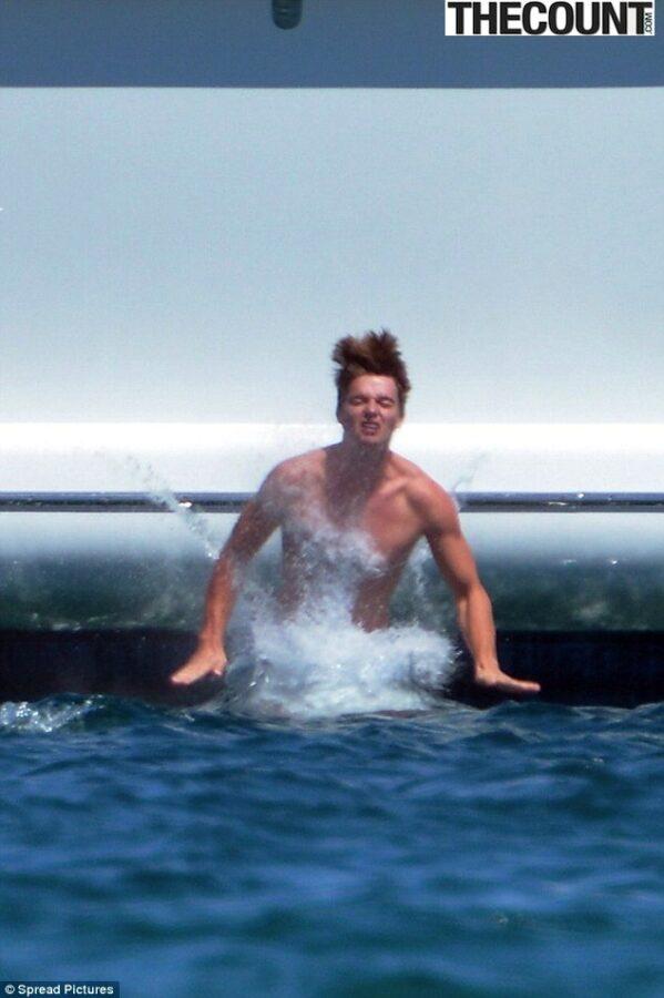 Patrick Schwarzenegger taylor boat4