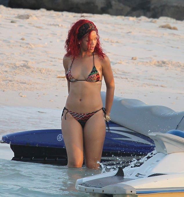 Rihanna-Bikini-in-Barbados-July-2012-12-560x896