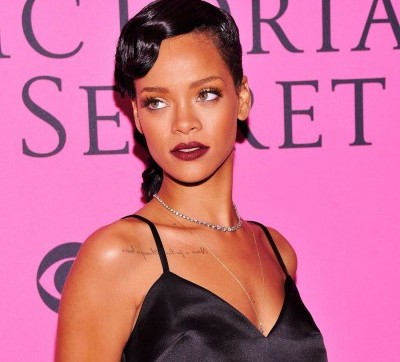 Rihanna-Performs-at-Victorias-Secret-Fashion-Show-07-400x601
