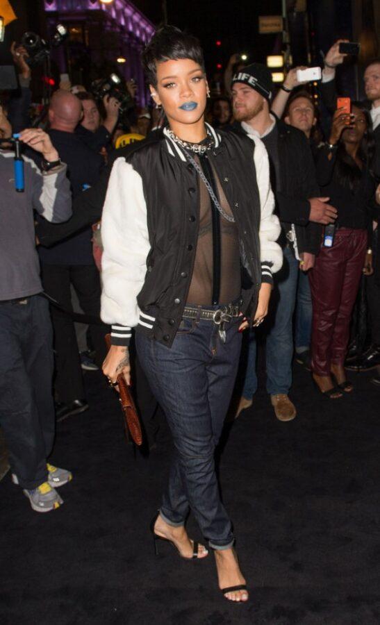 Rihanna---Rihanna-for-River-Island-2014-collection-in-London--01-560x921
