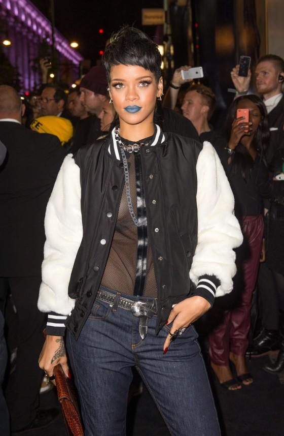Rihanna---Rihanna-for-River-Island-2014-collection-in-London--03-560x858