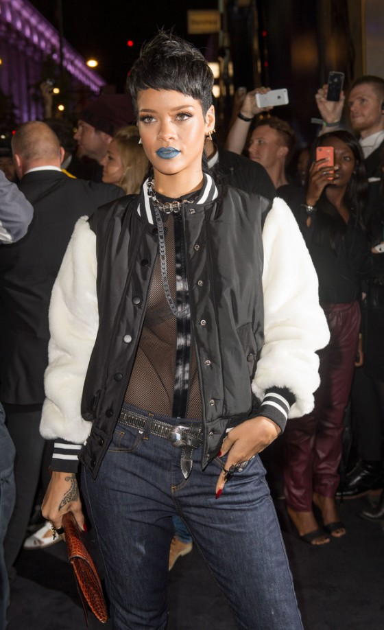 Rihanna---Rihanna-for-River-Island-2014-collection-in-London--04-560x918