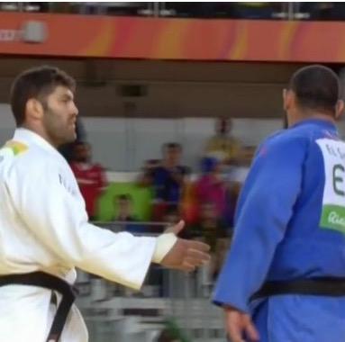 Sasson beats Egyptian Islam El Shehaby hand shake