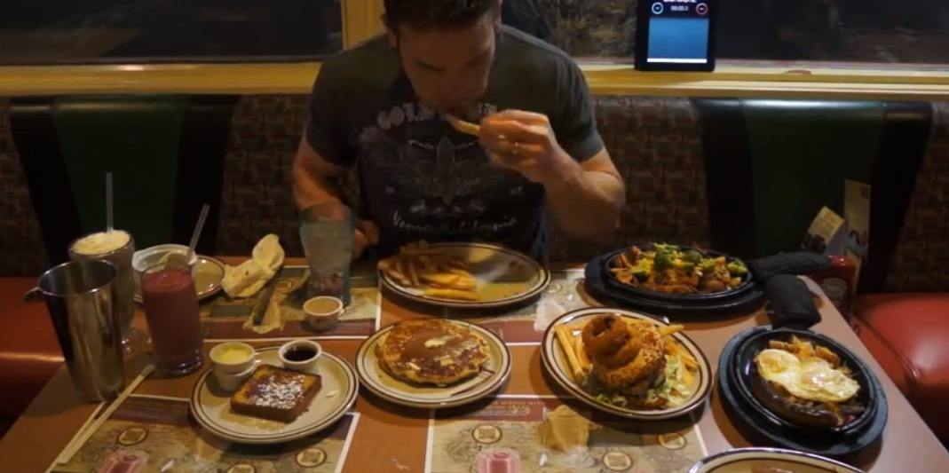 Screen Shot 2012 12 29 at 5.11.29 PM 1 Dude Eats Entire Hobbit Menu At Dennys