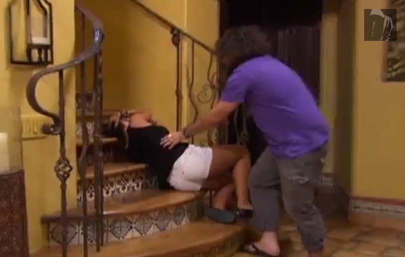 Screen Shot 2013 01 21 at 6.43.46 PM 1 The Bachelor Hopeful Tierra Takes A Tumble
