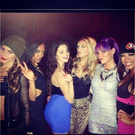 Selena-Gomez---Hot-in-Blue-Skirt-01-560x560