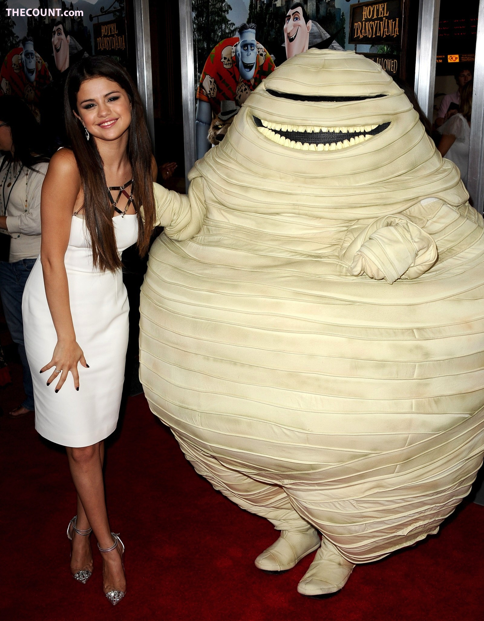 Justin Bieber Looking Strange At Selena Gomez Red Carpet