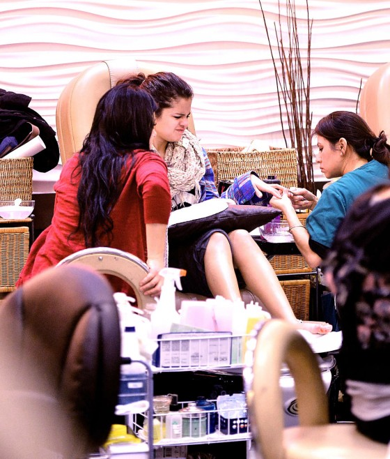 Selena Gomez Is Getting Your Nails Done Really THAT Bad