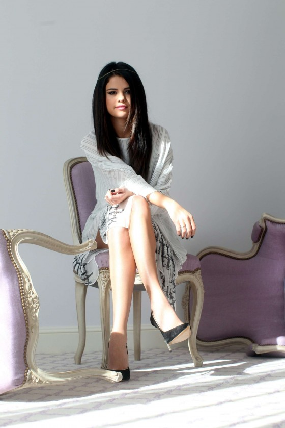 Selena-Gomez---Spring-Breakers-portraits--01-560x839