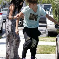 Selena Gomez and Justin Bieber Paparazzi accident 02 560x770 190x190 SUSPECT!! Demonic Justin Bieber Attacks Selena Gomez Others In Street! (UPDATED! 19 Photos)