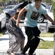 Selena Gomez and Justin Bieber Paparazzi accident 14 560x770 190x190 SUSPECT!! Demonic Justin Bieber Attacks Selena Gomez Others In Street! (UPDATED! 19 Photos)