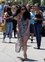 Selena Gomez and Justin Bieber Paparazzi accident 16 560x770 145x200 SUSPECT!! Demonic Justin Bieber Attacks Selena Gomez Others In Street! (UPDATED! 19 Photos)