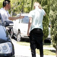 Selena Gomez and Justin Bieber fight 17 190x190 SUSPECT!! Demonic Justin Bieber Attacks Selena Gomez Others In Street! (UPDATED! 19 Photos)