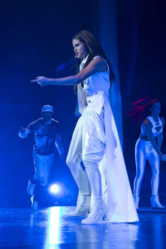 Selena-Gomez-at-Stars-Dance-tour-in-Vancouver--06-560x840