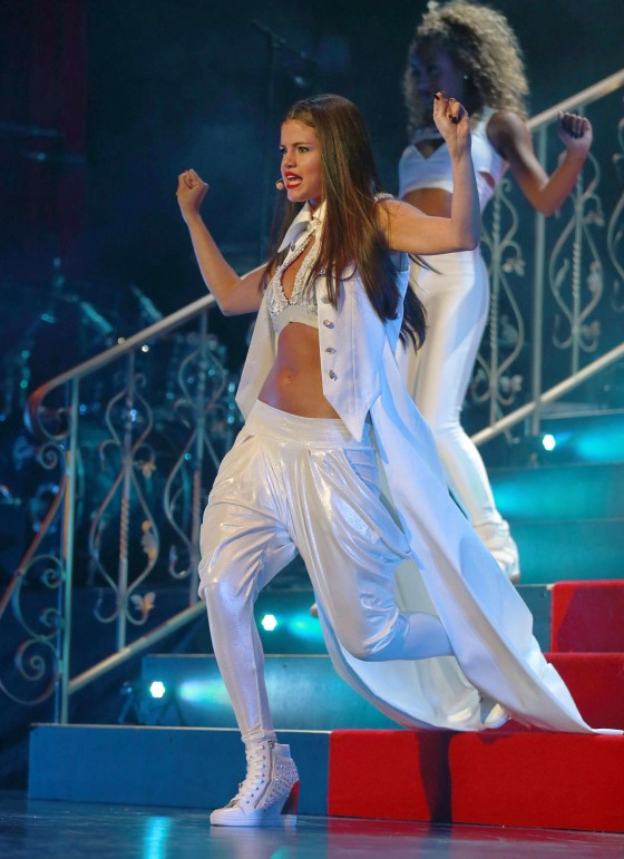 Selena-Gomez-at-Stars-Dance-tour-in-Vancouver--10-560x771