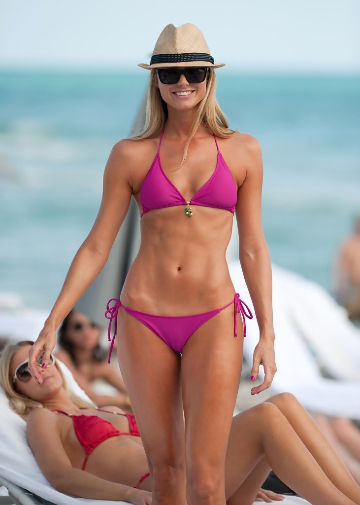 Stacy+Keibler+Stacy+Keibler+Showing+Off+Bikini+YcWoTiqn_D0x