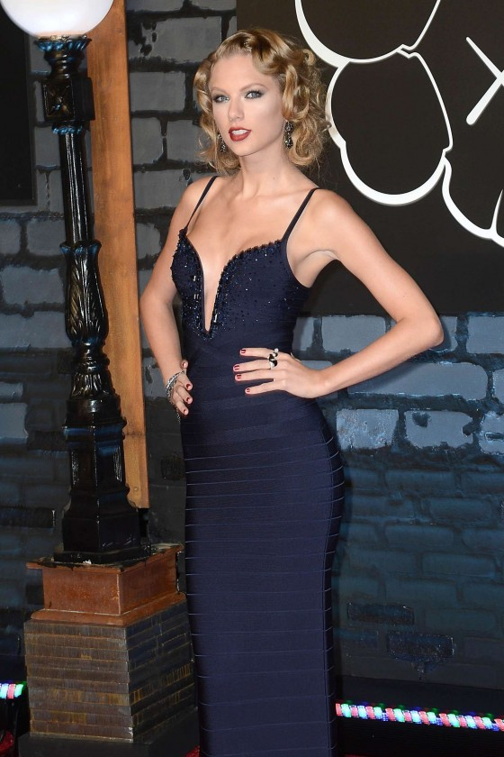 Taylor-Swift-Pictures--2013-VMA-MTV-Video-Music-Awards--04-560x840