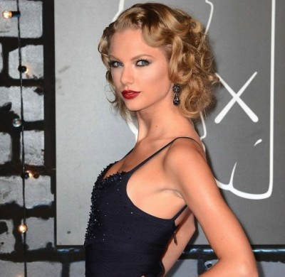 Taylor-Swift-Pictures--2013-VMA-MTV-Video-Music-Awards--19-560x840
