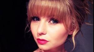 Taylor-Swift-lookalike-gets-a-broken-jaw-from-a-jealous-girl