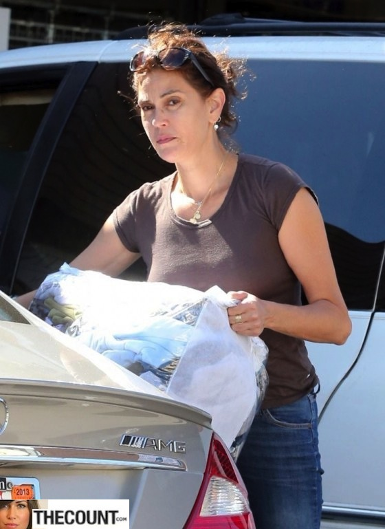 Teri-Hatcher---stops-to-pick-up-her-dry-cleaning-in-Beverly-Hills--06-560x769