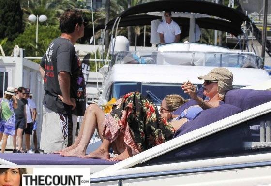 Uma-Thurman-in-blue-bikini-on-a-yacht-in-St-Tropez--01-560x385