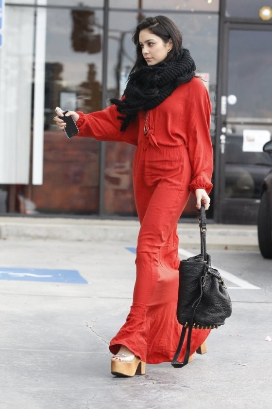Vanessa Hudgens In long red dress in Hollywood 01 560x840 Ground Control To Vanessa Hudgens