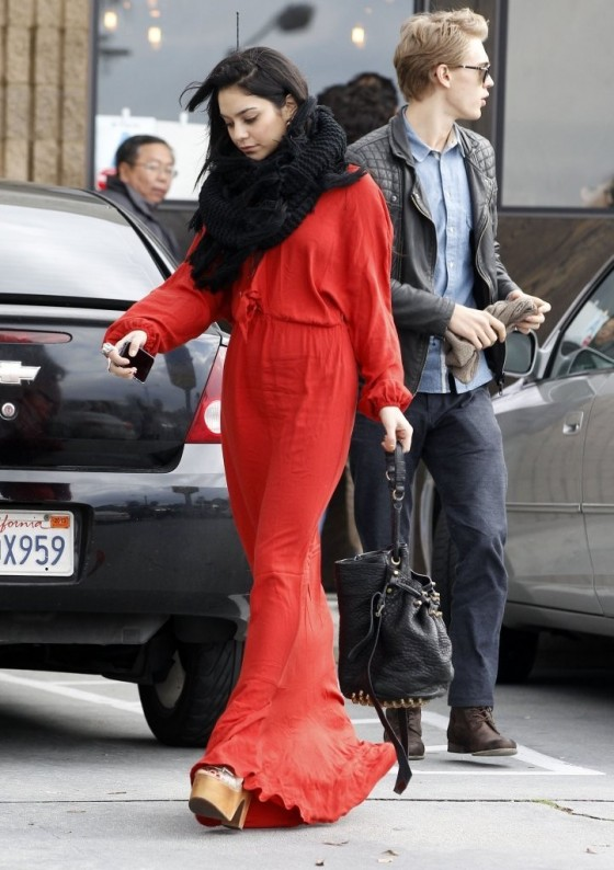 Vanessa Hudgens In long red dress in Hollywood 04 560x794 Ground Control To Vanessa Hudgens