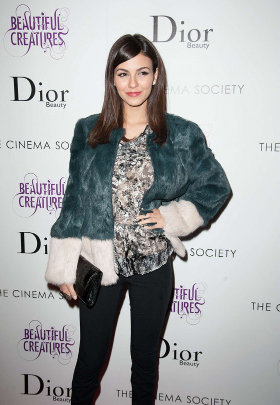 Victoria-Justice-at-Beautiful-Creatures-Screening--02-560x809
